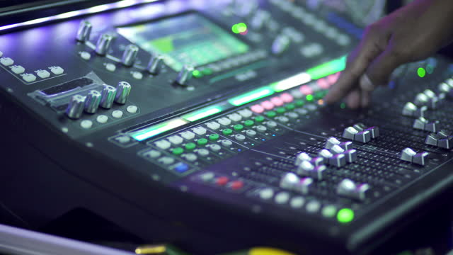 stockvideo's en b-roll-footage met 4k audio mixer - stereo