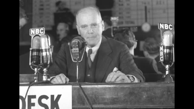 vidéos et rushes de [audio not synchronized] on presidential election night 11/5/1940 nbc commentator hans von kaltenborn at desk speaks into microphones as he practices... - nbcuniversal