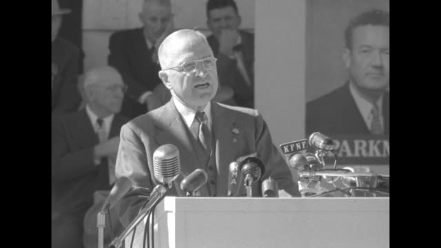 vidéos et rushes de [audio not synchronized] pres harry truman campaigns for the democratic party at the shenandoah county fair and harvest jubilee truman at podium with... - adlai stevenson