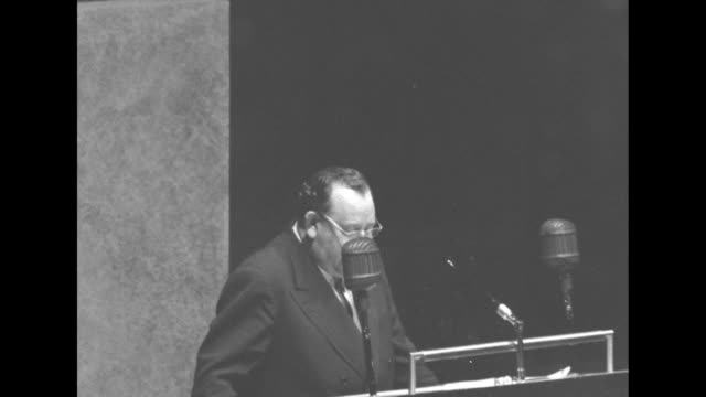 [audio not synchronized] sot trygve lie wearing eyeglasses delivers speech at the un general assembly being secretary general was hardest most... - imperfection stock videos and b-roll footage