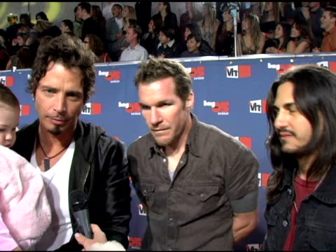 audioslave on how the hightlight of 2005 for them was going to cuba, and the process of getting clearance from the government at the vh1 big in '05... - vh1ビッグインアワード点の映像素材/bロール