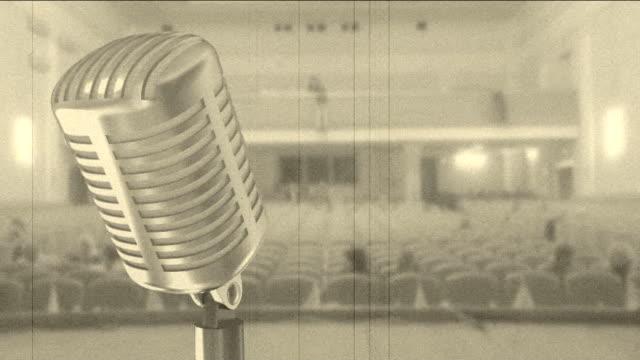 vídeos de stock, filmes e b-roll de auditório e vintage microfone (intervalo de tempo - espetáculos de variedade
