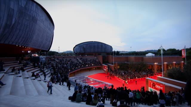 vídeos de stock, filmes e b-roll de t/l of auditorium parco della musica during rome film festival - auditório