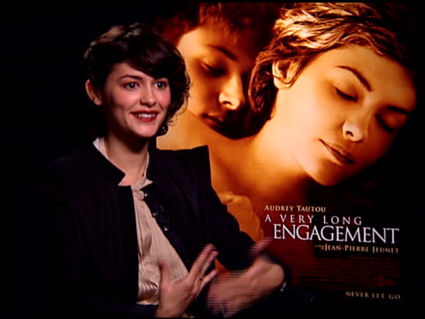 vídeos de stock, filmes e b-roll de audrey tautou on the 'oscar buzz' over the film at the 'a very long engagement' press day at the four seasons hotel in los angeles california on... - um longo domingo de noivado