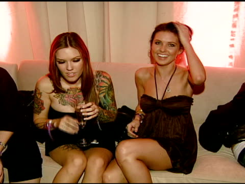audrina patridge and sister at the nicole khristine jewelry launch featuring dj am, grandmaster flash and macy gray performing the first ever... - メイシー グレイ点の映像素材/bロール