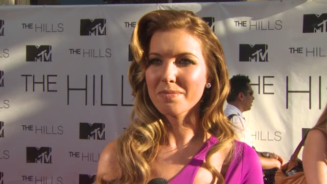 vídeos de stock e filmes b-roll de audrina patridge on how it feels to be ending the series at the mtv's 'the hills live a hollywood ending' series finale at hollywood ca - mtv1