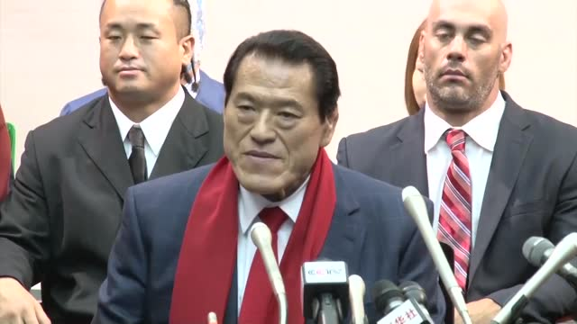 japanese wrestler-turned-parliamentarian antonio inoki arrived in pyongyang on thursday to stage a rare combat sports extravaganza this weekend. - 土曜日点の映像素材/bロール