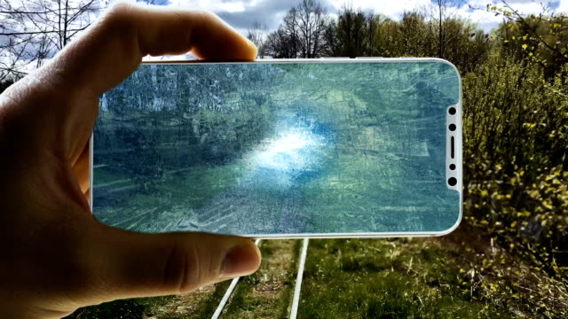 augmented-reality. surreale welt geschlossen in ein smart phone - virtuelle realität stock-videos und b-roll-filmmaterial