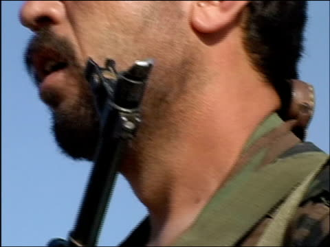 vídeos y material grabado en eventos de stock de august 14 2004 close up patch on arm of afghan military commander/ pan commander with sunglasses and gun turning head and talking/ herat afghanistan/... - boina