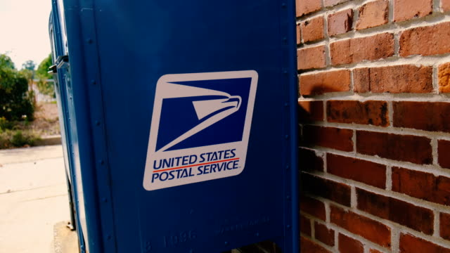 vídeos y material grabado en eventos de stock de august 14 bloomington, indiana, usa: a man puts mail in a usps mail collection box in the 300 block of w. 8th street near city hall in bloomington,... - usa