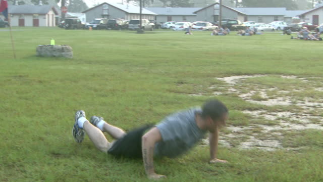 august 19 2008 zi army soldier performing pushup exercises / fort stewart georgia united states - fort stewart stock videos & royalty-free footage