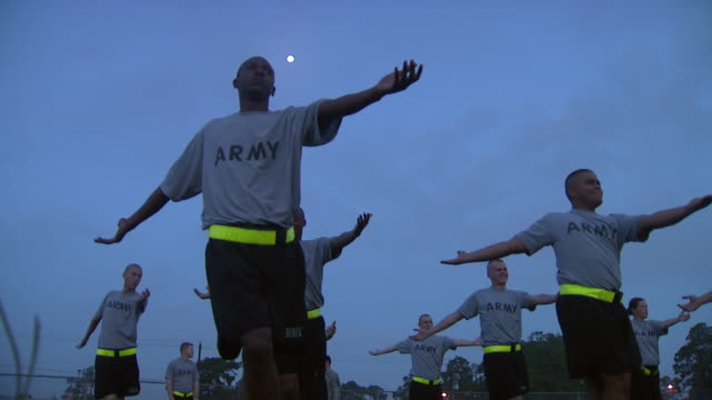 august 19 2008 la army soldiers performing morning exercises / fort stewart georgia united states - fort stewart stock videos & royalty-free footage