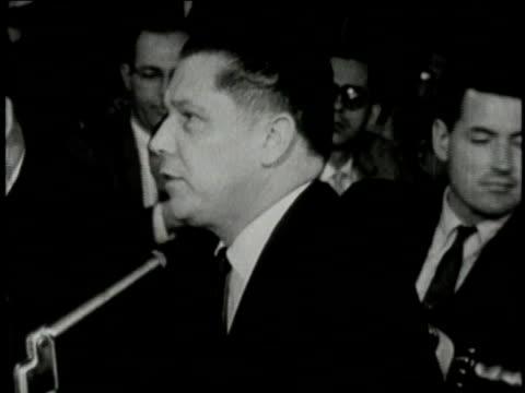 vídeos de stock e filmes b-roll de august 1956 montage jimmy hoffa testifying and john f kennedy challenging him / washington dc united states - rasto de movimento