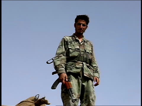 vidéos et rushes de august 2004 medium shot low angle view afghan national army soldier standing atop platform and holding rifle/ afghanistan - moins de 10 secondes