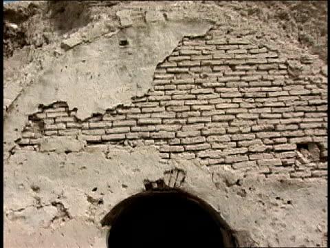 vídeos y material grabado en eventos de stock de august 2004 medium shot pan arched entrance to old tunnel/ afghanistan - menos de diez segundos