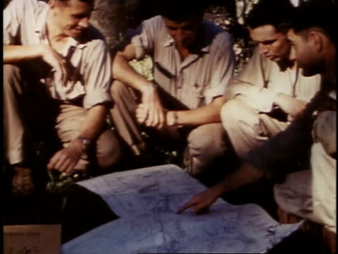 august 23 1944 montage marines discussing plans / russell islands central province solomon islands - einige gegenstände mittelgroße ansammlung stock-videos und b-roll-filmmaterial