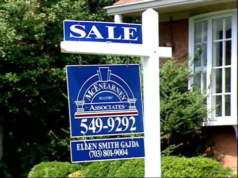 august 23 2006 zo for sale sign outside house / arlington virginia united states - 売り出し中点の映像素材/bロール