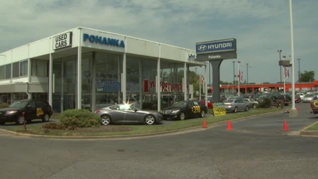 august 24 2009 pan car dealership / united states - butiksskylt bildbanksvideor och videomaterial från bakom kulisserna
