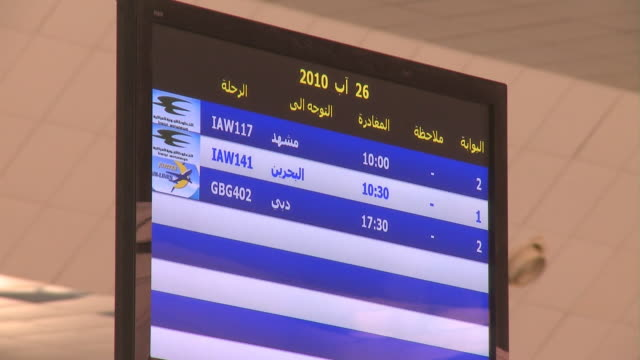 august 26 2010 la airline departures board at airport / najaf iraq - najaf stock-videos und b-roll-filmmaterial