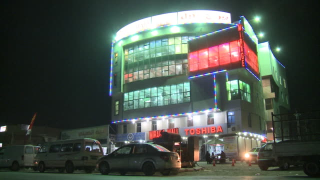 stockvideo's en b-roll-footage met august 26 2010 la exterior of mirage mall at night / najaf iraq - najaf