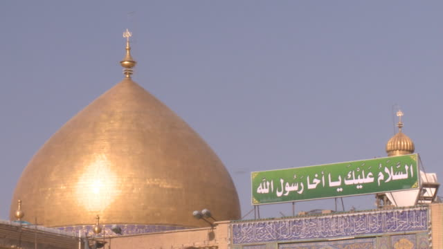 stockvideo's en b-roll-footage met august 26 2010 montage golden dome and spire of imam ali mosque against a blue sky / najaf iraq - najaf