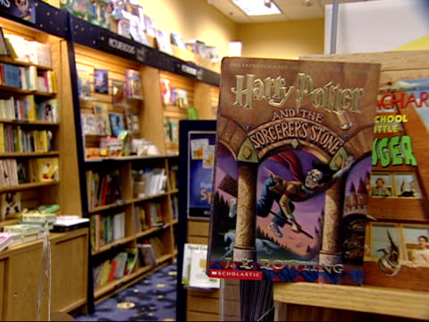 august 27, 2002 montage displays in the children's section of a borders bookstore / united states - ボーダーズ・ブックス点の映像素材/bロール