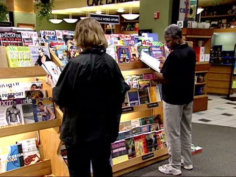 august 27, 2002 shoppers looking through the magazine rack at a borders bookstore / united states - magazine publication stock videos & royalty-free footage