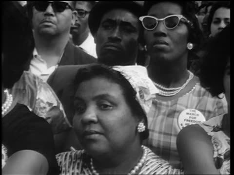 b/w august 28 1963 close up black people in crowd at march on washington / washington monument in background - アメリカ黒人の歴史点の映像素材/bロール