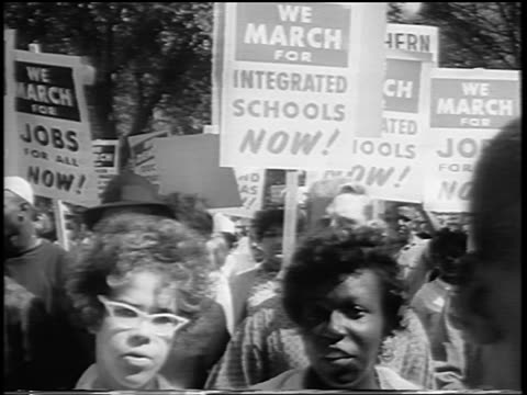 vídeos de stock e filmes b-roll de b/w august 28 1963 close up crowd marching with signs towards camera / march on washington / newsreel - 1963