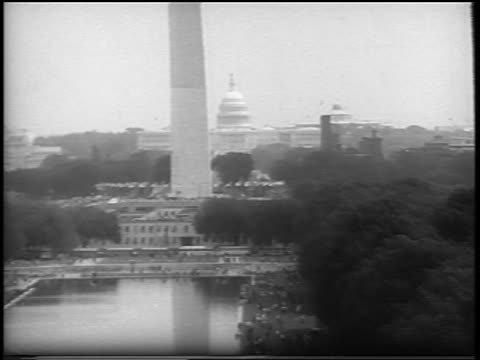 vídeos de stock e filmes b-roll de b/w august 28 1963 wide shot zoom out washington monument to huge crowd in mall / march on washington / newsreel - 1963