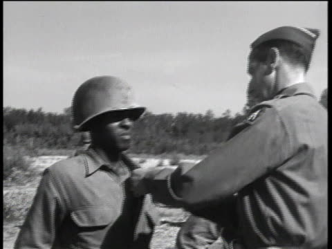 vídeos y material grabado en eventos de stock de august 29, 1944 montage general mark clark decorating black soldiers / peccioli, italy - infantería