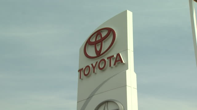 stockvideo's en b-roll-footage met august 6 2009 zi exterior sign of a toyota car dealership / united states - toyota motor