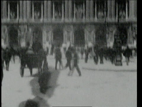august 9, 1900 b/w place de l'opera with pedestrians and carriages / paris, france - 1900~1909年点の映像素材/bロール