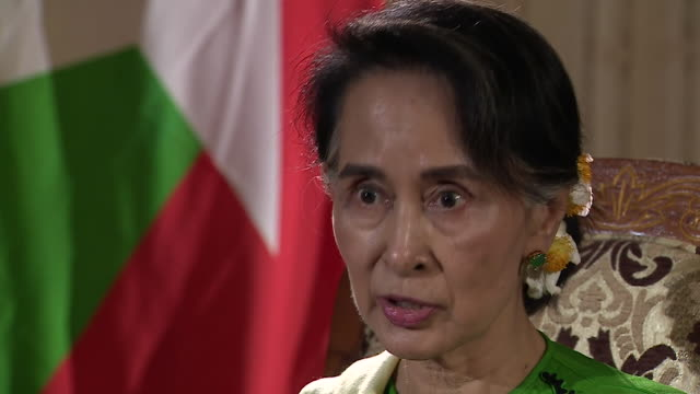 aung san suu kyi assuring people who fled rakhine state would be safe if they returned and that the vast majority fled because of the fighting going... - bbc点の映像素材/bロール