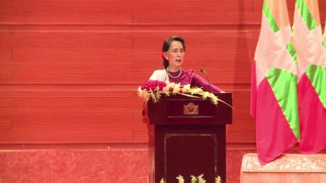 aung san suu kyi dijo el martes que su pais esta listo para verificar el estatus de los 410000 refugiados rohinyas que han huido a banglades y para... - verification stock videos & royalty-free footage