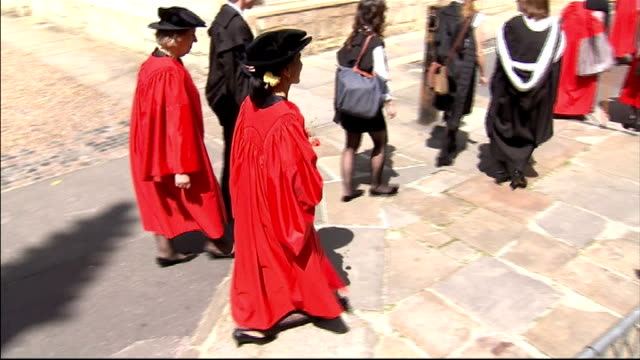 vídeos de stock e filmes b-roll de aung san suu kyi receives honorary degree at oxford university; england: oxfordshire, oxford. st hugh's college: ext gvs aung san suu kyi walking in... - oxfordshire