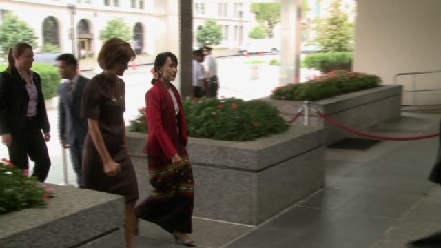 Aung San Suu Kyi vists US State Department for meetings with US Secretary of State Hillary Clinton Burmese opposition politician arrives and departs...