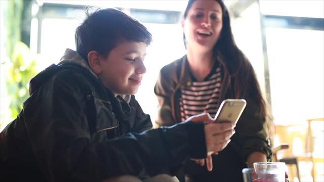 彼女の甥と遊んで叔母 - 甥点の映像素材/bロール