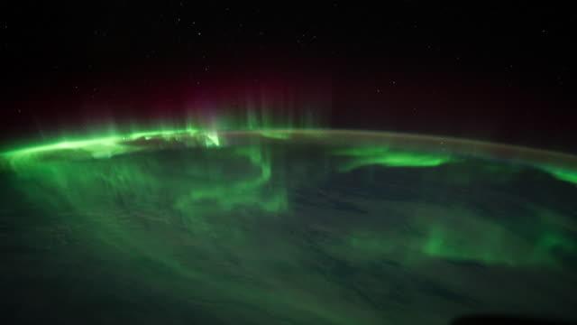 aurora australis über dem indischen ozean - polarlicht stock-videos und b-roll-filmmaterial