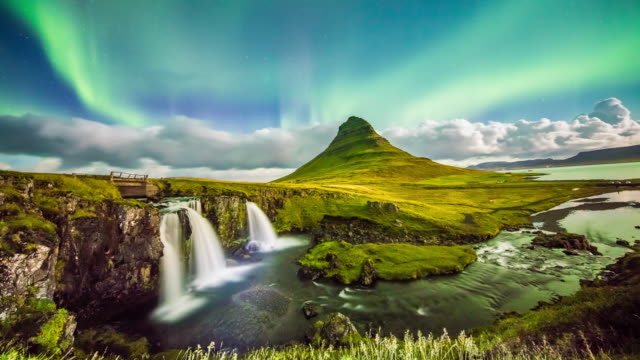T/L 8K Aurora Borealis at Kirkjufellsfoss waterfall