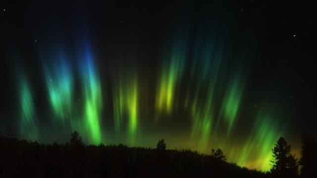 vídeos de stock, filmes e b-roll de aurora boreal hd - tempo real