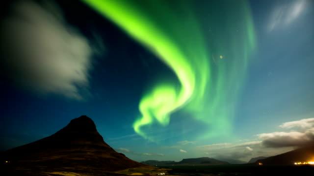 TIME LAPSE: Aurora Borealis Kirkjufell, Iceland