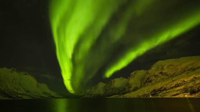 stockvideo's en b-roll-footage met aurora borealis, northern lights, troms region, norway - stilstaande camera