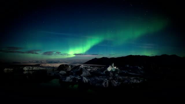 ZEITRAFFER: Aurora Borealis über Jokulsarlon