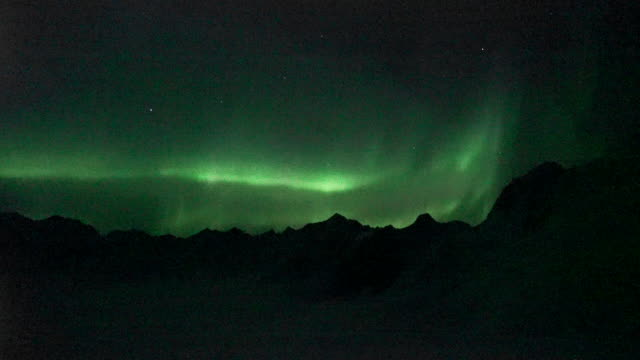 aurora over mountains in alaska - real time stock-videos und b-roll-filmmaterial