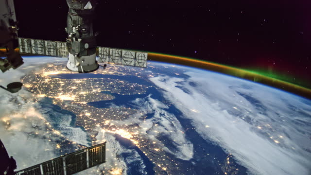 aurora sul mondo visto dall'iss - satellite video stock e b–roll