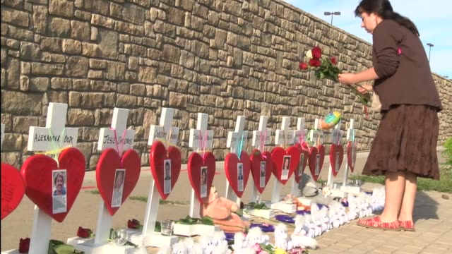 aurora theatre shooting memorial on display at east alameda ave in aurora featured crosses hearts teddy bears and flowers on third anniversary of... - monumento commemorativo temporaneo video stock e b–roll