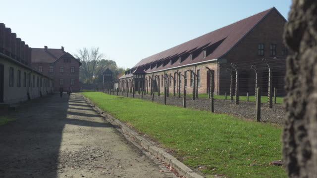 auschwitz holocaust concentration camp, auschwitz-birkenau, krakow, poland - konzentrationslager stock-videos und b-roll-filmmaterial