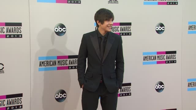 austin mahone arrives at the 2013 american music awards arrivals - 2013 american music awards stock videos & royalty-free footage