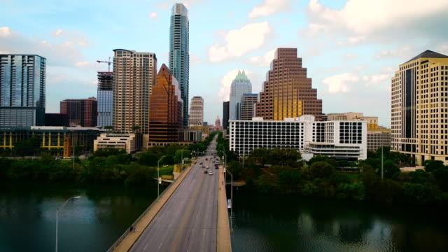 vídeos de stock e filmes b-roll de slow motion: austin texas skyline cityscape at sunset - town